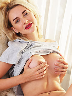 Niki Mey in Sensual Lips
