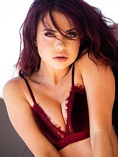 Sabina Rouge in Dark Red