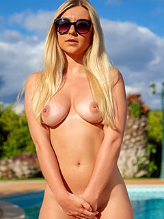 Elle Hunter in Shades