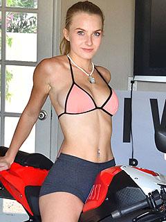 Hannah Hawthorne in Sporty Exposure