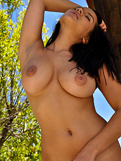 Lacey Banghard is In The Shade
