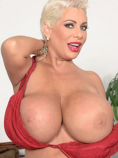 Marie nude claudia Claudia Marie