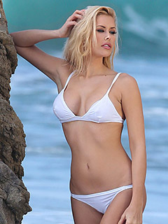 Kennedy Summers is At The Beach