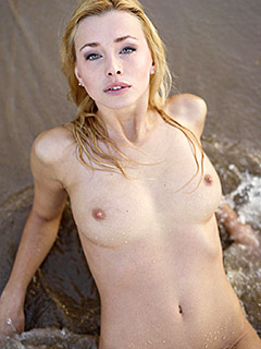 Dominika Johannsen is In The Ocean