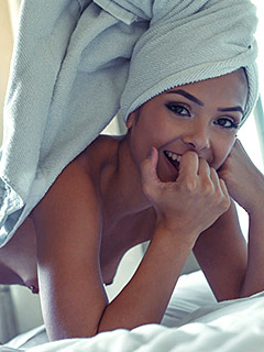 Lola Sinclair in Un-towels
