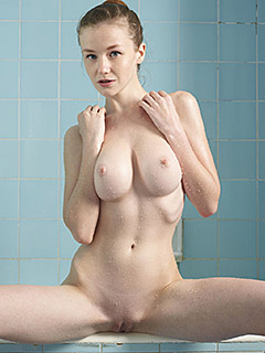 Emily Bloom is In the Tub