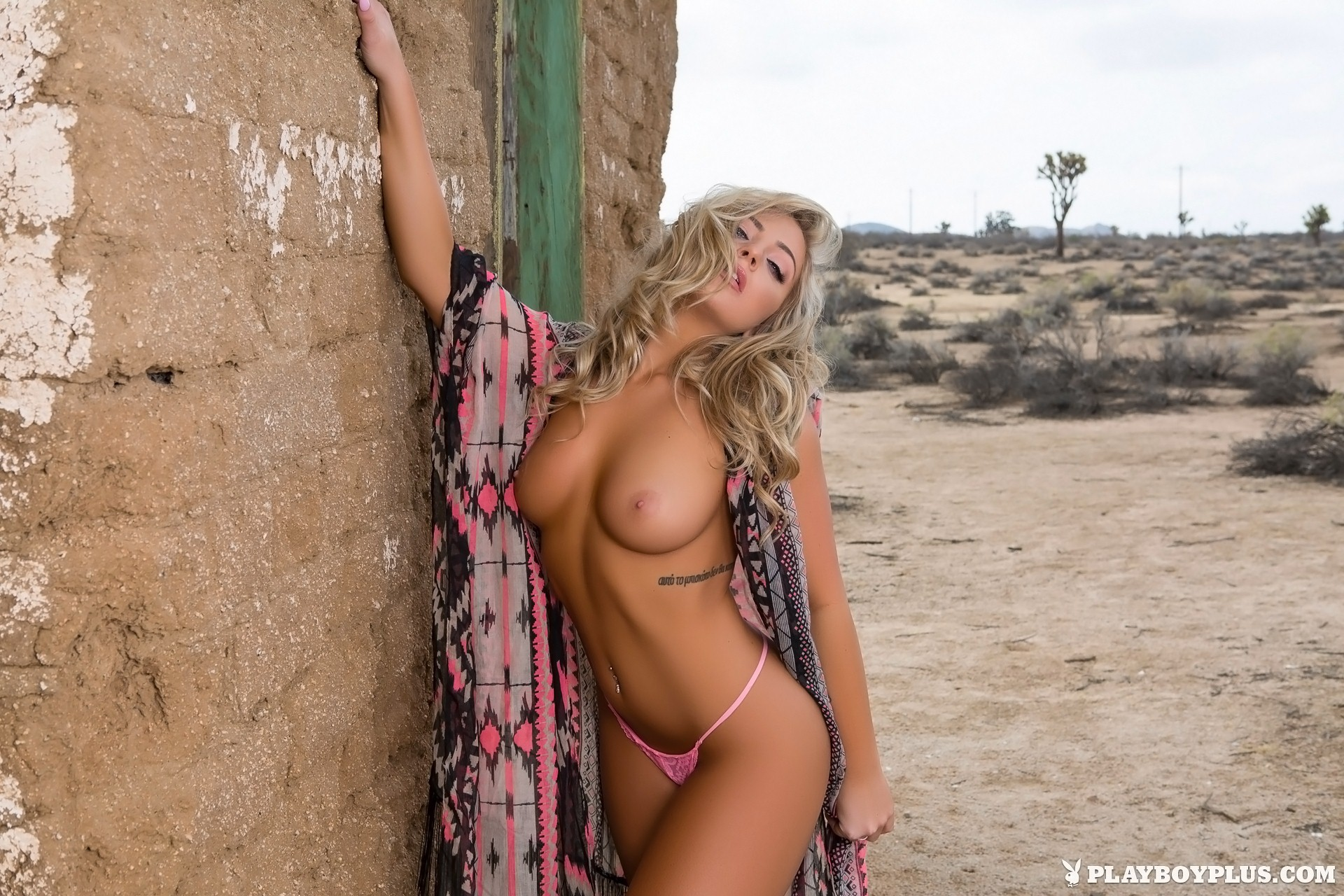 from Tomas nude woman in the desert