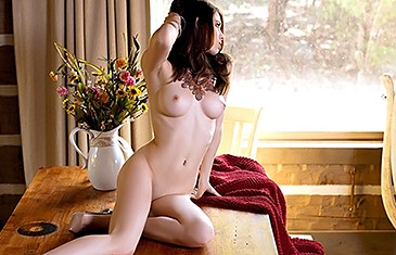 Caitlin McSwain nude in Alluring Babe