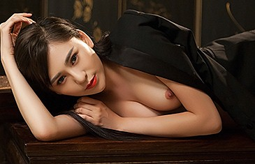 Wu Muxi nude in Hard Wood