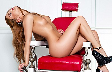 Josée Lanue in Barber's Chair